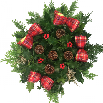 "28. Holly Wreath 10""/25cm"